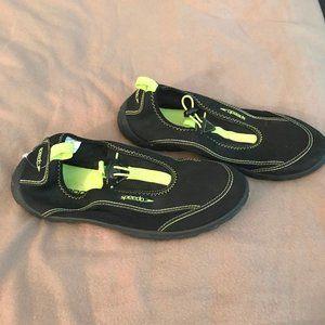 Speedo water shoes size medium 9/10